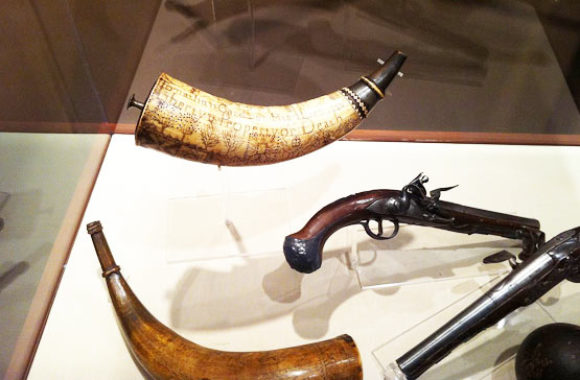 Concord MA Powder horn and gun in the Concord Museum